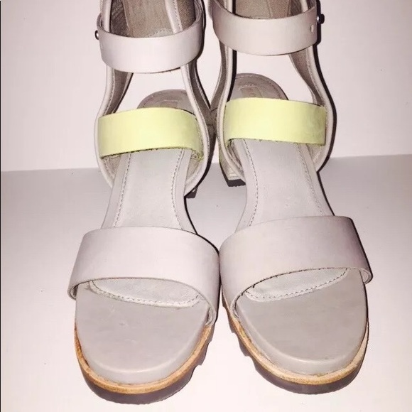 789df065a1eb Sorel Addington Dove Gray Zest Green Sandals